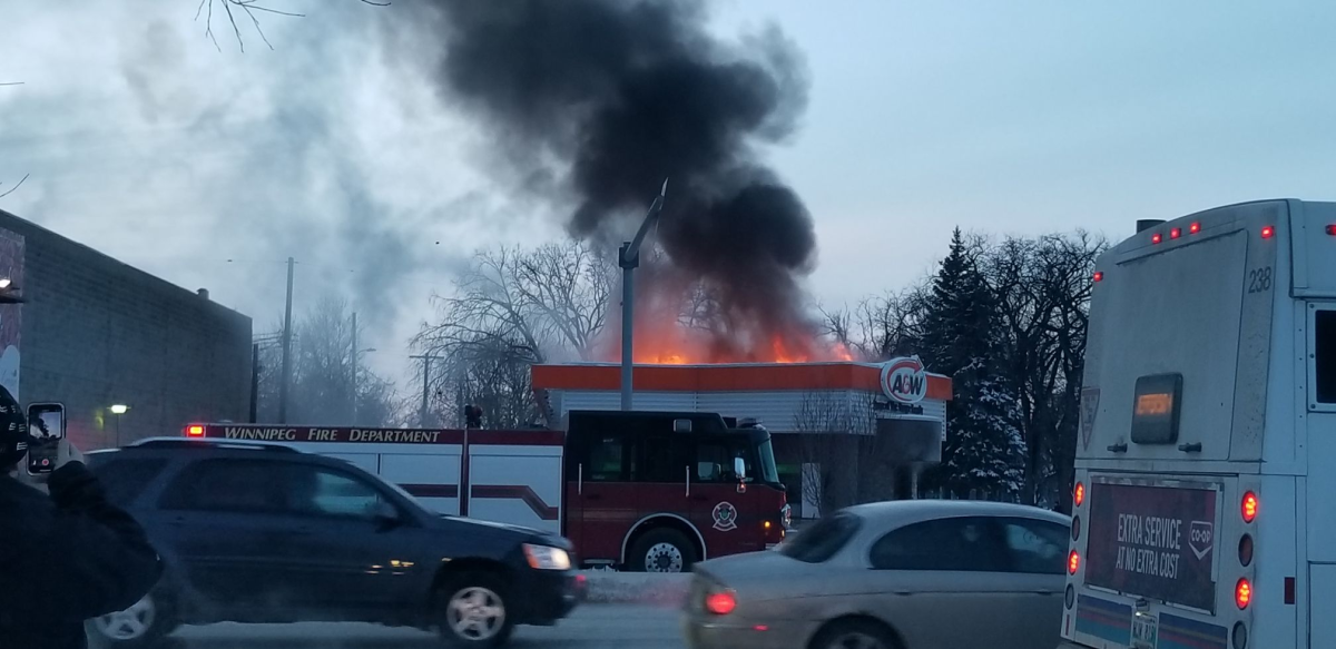 Stalwart Winnipeggers not going to let the A&W being on fire get in the way of their drive-thru order